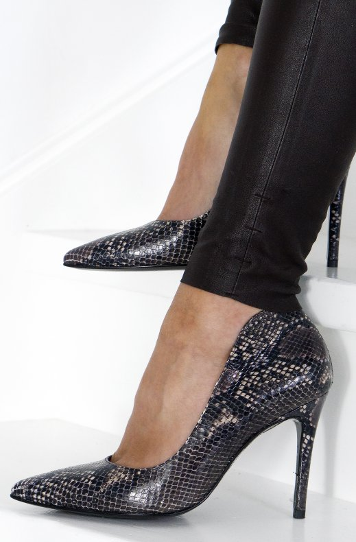 A Pair - Pointed Snake Pumps